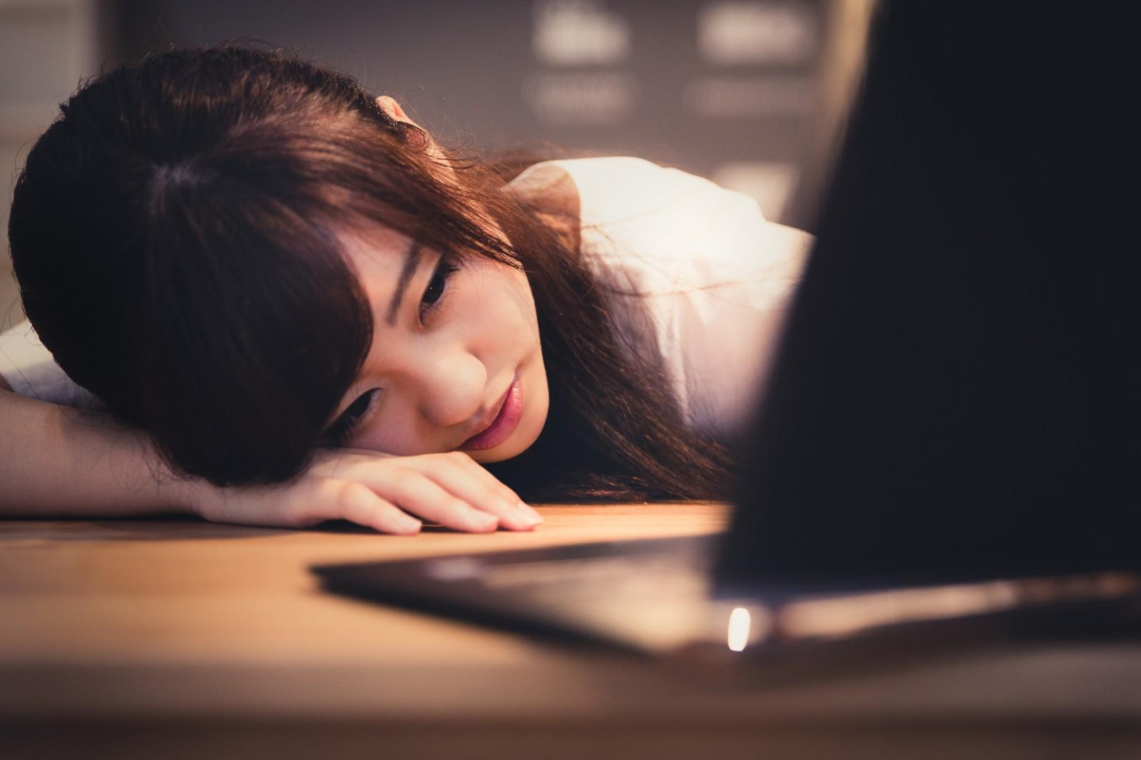 睡眠が不規則だと成績が低下する!?【論文紹介】